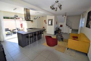 Maison SAINT LAURENT DE MURE 87 m² ()