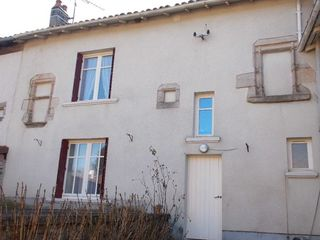 Maison de village SAINT YRIEIX SOUS AIXE 128 m² ()