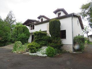 Maison individuelle CHATEAUNEUF SUR CHARENTE 234 m² ()