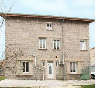 Appartement JONZIEUX 94 m² ()