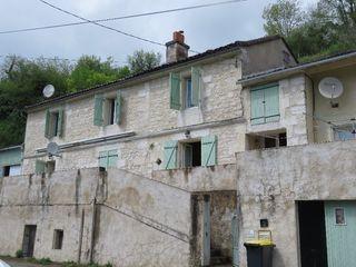 Maison en pierre VOEUIL ET GIGET 137 m² ()