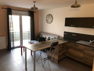 Appartement VAULX EN VELIN 40 m² ()