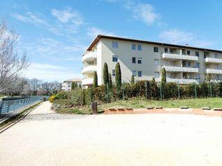 Appartement en résidence VITROLLES 63 m² ()