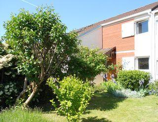 Maison VOISINS LE BRETONNEUX 101 m² ()