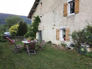 Maison en pierre LOMPNIEU 104 m² ()