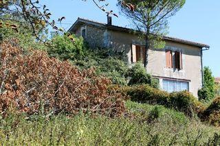 Maison à rénover MONTMOREAU SAINT CYBARD 135 m² ()