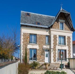 Maison GROSLAY 230 m² ()