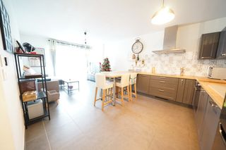 Appartement en résidence DRAGUIGNAN 61 m² ()
