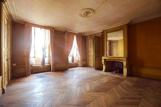 Maison de caractère LORMES 340 m² ()