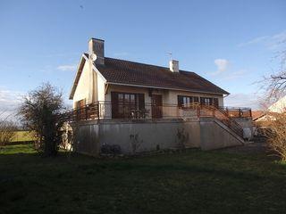 Maison de caractère OUGES 160 m² ()