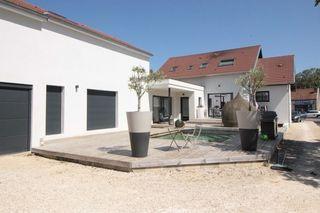Maison contemporaine IS SUR TILLE 300 m² ()